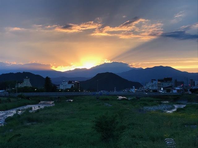 心洗われる夕陽・・・いかがですか(*^-^*)_f0085982_21201678.jpg