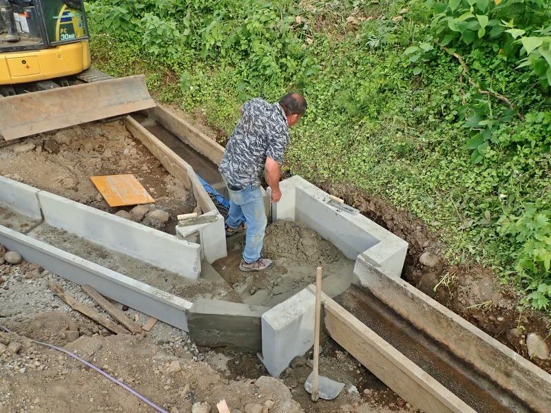 """「多面」では水路の\""""土砂溜め池\""""の設置工事が進んでいます_c0336902_20024747.jpg"""