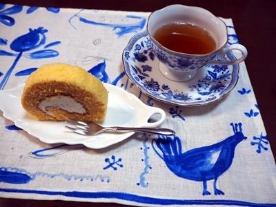 ロールケーキとサブレ_f0129726_18424995.jpg