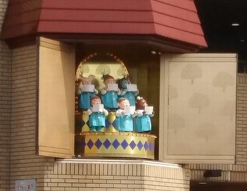 からくり人形も衣替え_b0102572_16480557.jpg