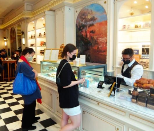 パリの伝説的な老舗のティールーム『アンジェリーナ』(Angelina)、ニューヨークに米国一号店をオープン_b0007805_07291437.jpg