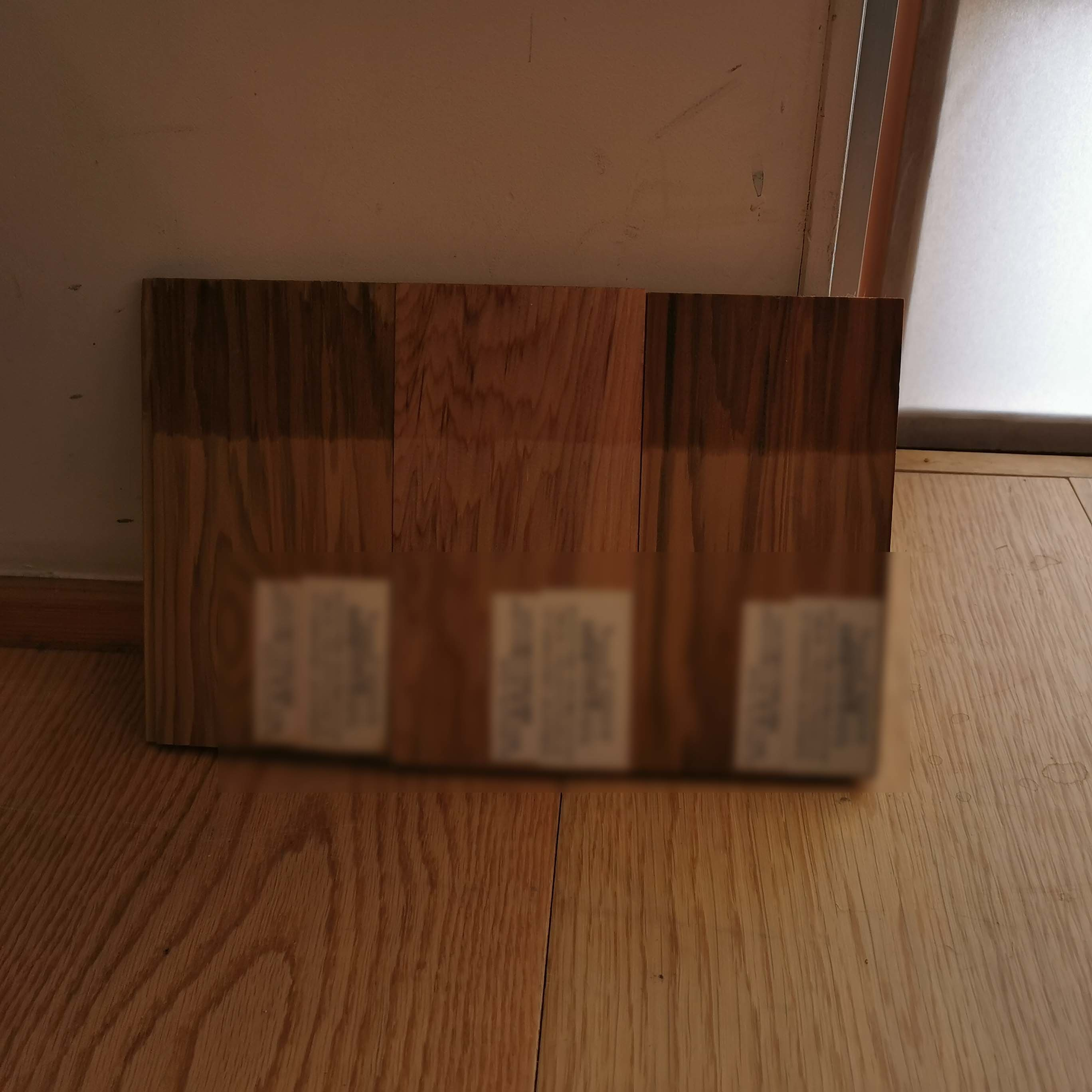 木のサンプルを取って、見比べているが・・_f0057011_15170624.jpg