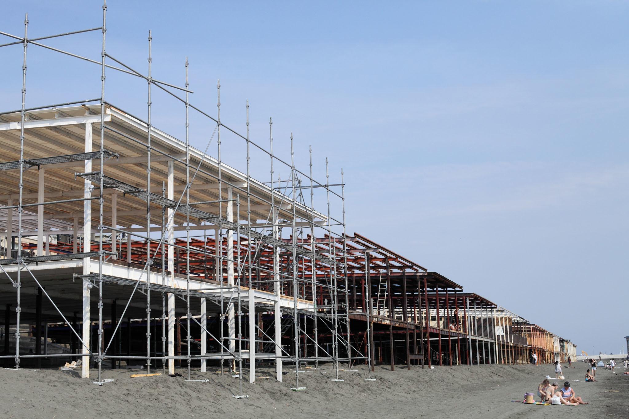 海の家建設中_c0299360_23453878.jpg