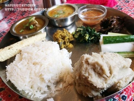 【世界の朝ごはん】インドのお粥(米と豆のお粥)キチュリのレシピとネパールのそばがき「ディロ」のお話。_e0192461_09523716.jpg