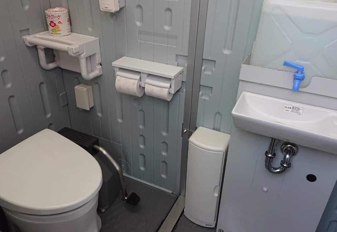 建設現場の女子トイレ (お手本編)_b0001143_20292049.jpg