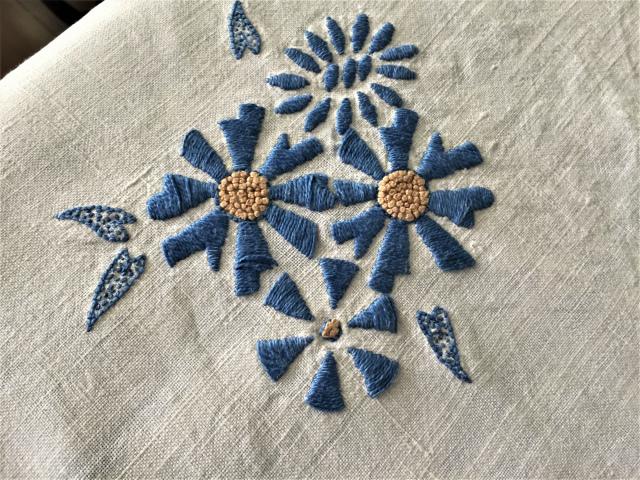 手織り麻青刺繍のカーテンもしくはテーブルクロス193  Hold(Suey6.10)_f0112550_00095027.jpg