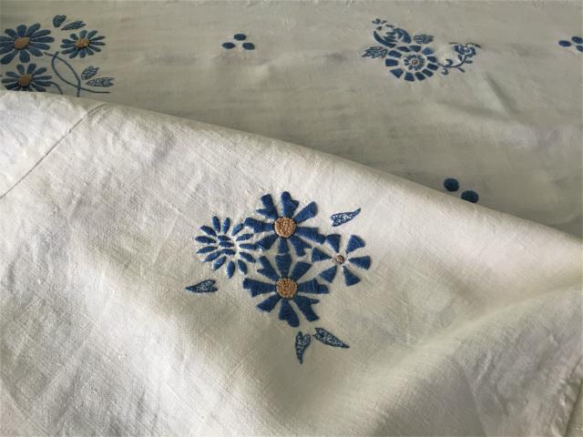 手織り麻青刺繍のカーテンもしくはテーブルクロス193  Hold(Suey6.10)_f0112550_00095054.jpg