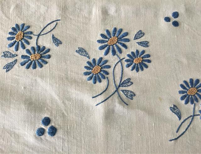 手織り麻青刺繍のカーテンもしくはテーブルクロス193  Hold(Suey6.10)_f0112550_00095078.jpg