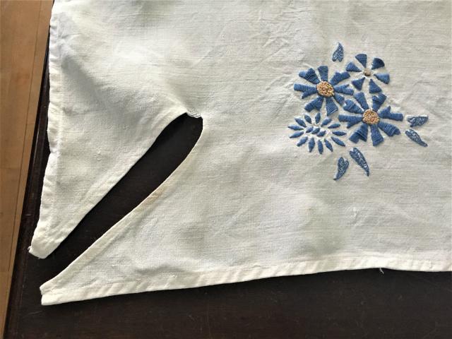 手織り麻青刺繍のカーテンもしくはテーブルクロス193  Hold(Suey6.10)_f0112550_00095144.jpg