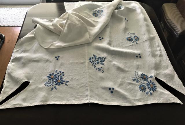 手織り麻青刺繍のカーテンもしくはテーブルクロス193  Hold(Suey6.10)_f0112550_00095153.jpg