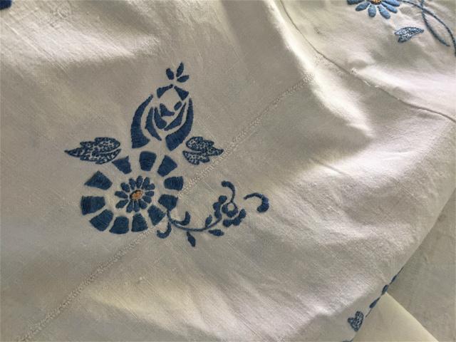 手織り麻青刺繍のカーテンもしくはテーブルクロス193  Hold(Suey6.10)_f0112550_00133822.jpg