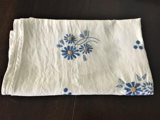 手織り麻青刺繍のカーテンもしくはテーブルクロス193  Hold(Suey6.10)_f0112550_00133899.jpg