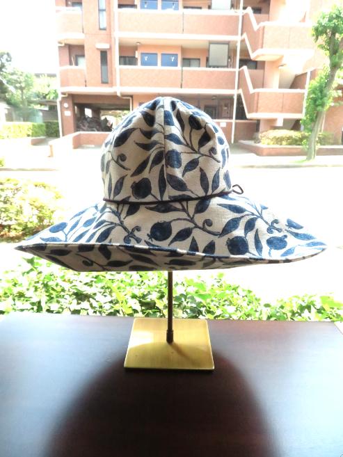 モリスの『ローズヒップ』で帽子を作りました by interior styling of bright_c0157866_20231476.jpg
