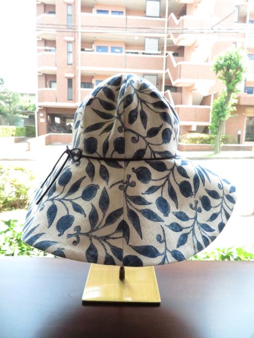 モリスの『ローズヒップ』で帽子を作りました by interior styling of bright_c0157866_20232415.jpg