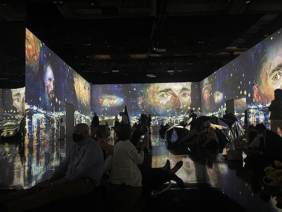 ゴッホのデジタル展に没入、包帯を巻いて巨匠になりきってみた!_c0050387_14462490.jpg