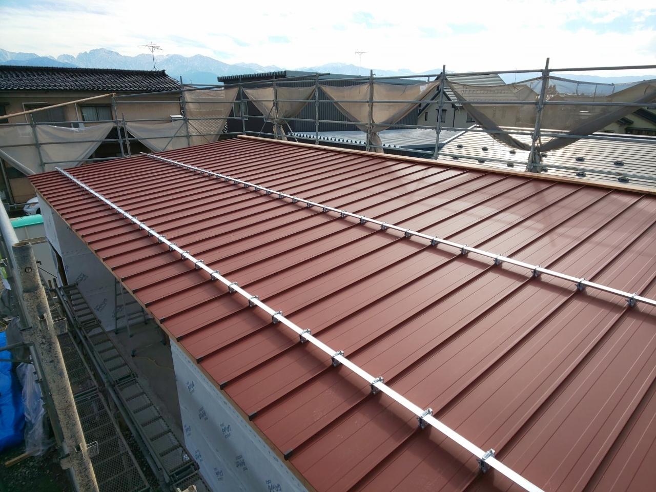 ■屋根鋼板葺き完了■_e0188083_19074010.jpg