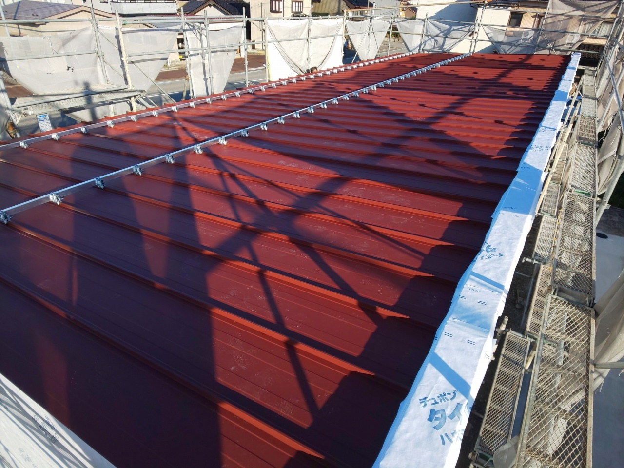 ■屋根鋼板葺き完了■_e0188083_19074023.jpg