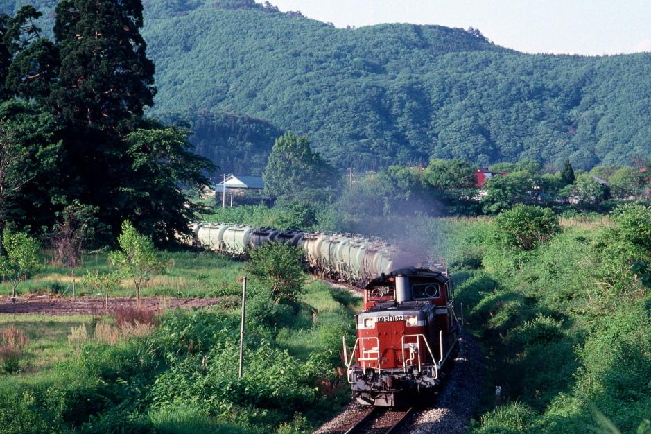 輝く新緑と赤い機関車 - 磐越西線・1992年 -_b0190710_20514798.jpg