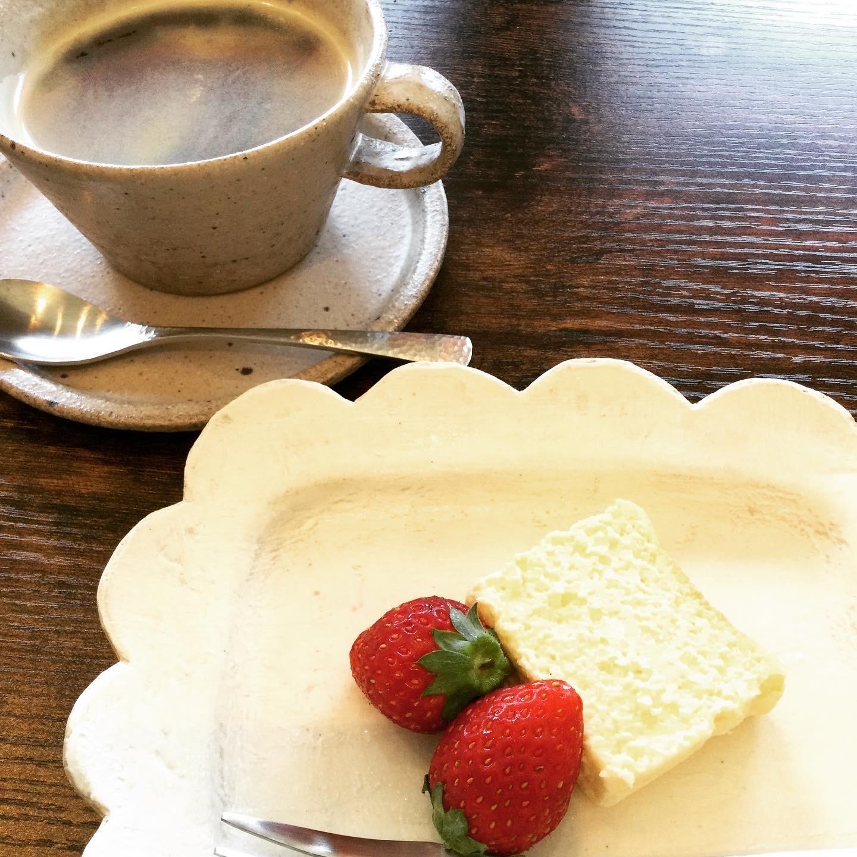 パン屋の富田は喫茶店です_e0071324_21244408.jpeg