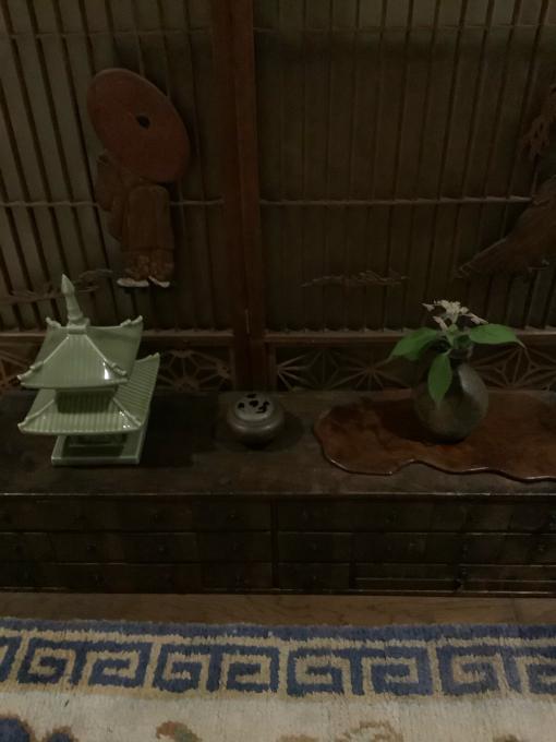 マンションの玄関廊下の室礼_a0269183_22052345.jpg