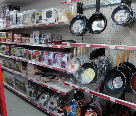 たこ焼き器、まねき猫、お線香…NYのスーパー、TESO Lifeの幅広い日本の品々_b0007805_02174140.jpg