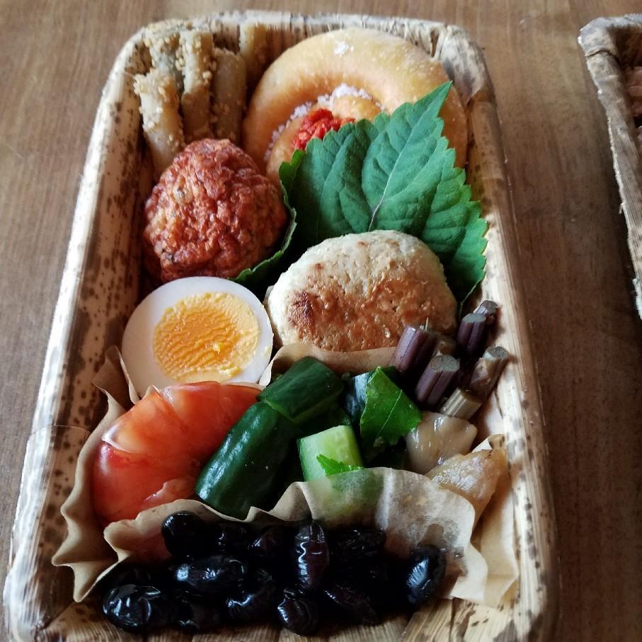 樫食堂さんの弁当と私の干し帆立ご飯。_d0226286_13512927.jpg