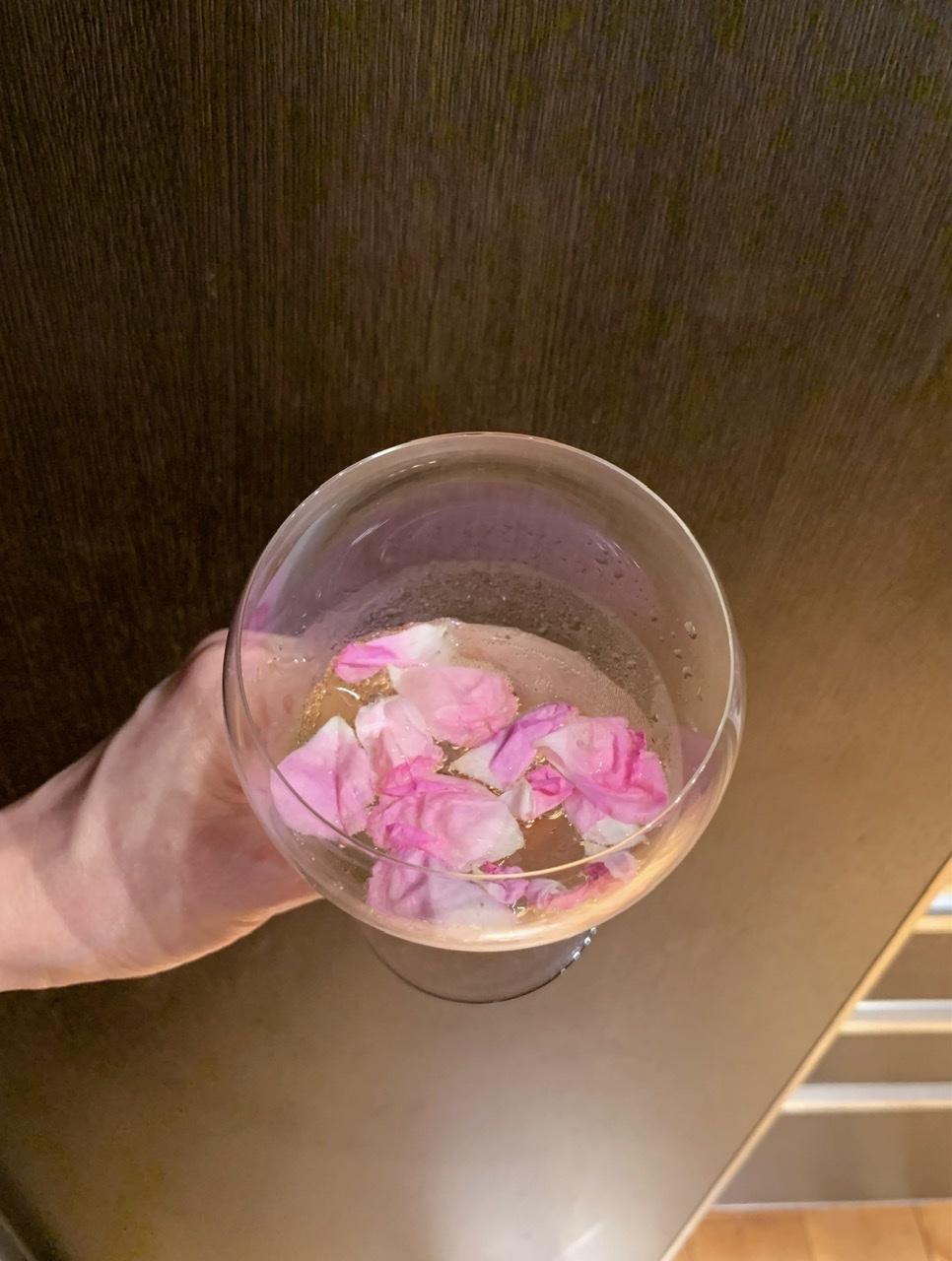 薔薇仕事② 会津花畑蒸留所のダマスクローズ_e0404027_06431220.jpeg