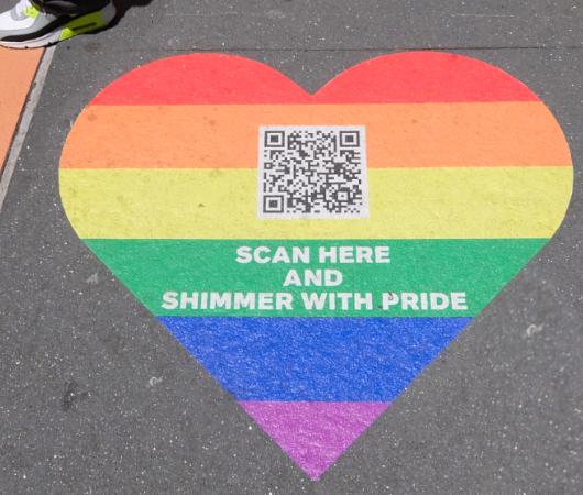 LGBTQIA+の「プライド月間」 (Pride Month)のメイシーズのショウウィンドウ_b0007805_02593550.jpg