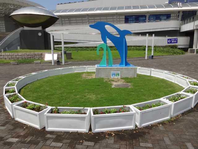 名古屋港水族館前のプランター花壇の管理をはじめました!_d0338682_08261281.jpg