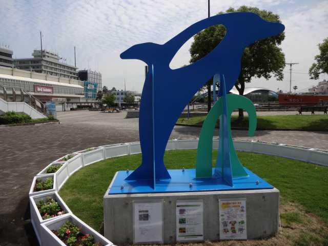 名古屋港水族館前のプランター花壇の管理をはじめました!_d0338682_08333822.jpg