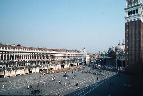 ヴェネチアー路地と水路が織りなす街_a0166284_12165533.jpg