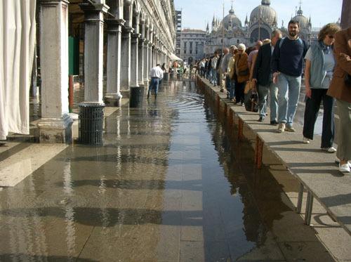 ヴェネチアー路地と水路が織りなす街_a0166284_12221688.jpg