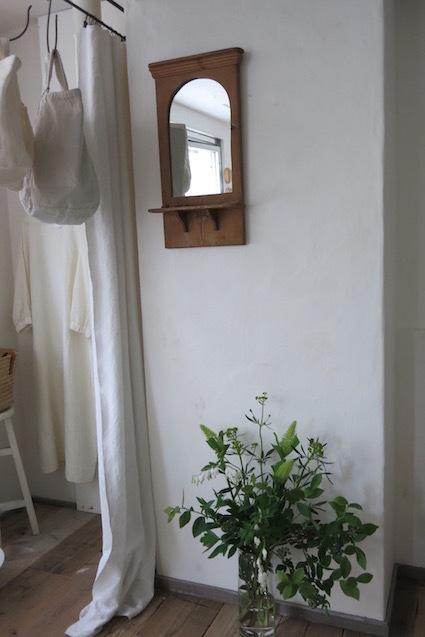 小さい部屋の夏だより 初日の朝_e0407037_15271618.jpg