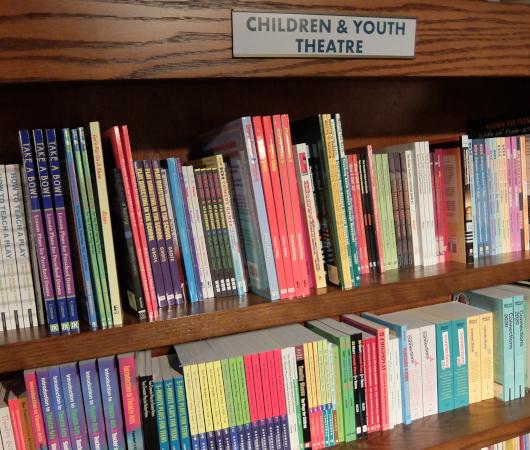 Drama Book Shopのクリエイティビティ(創造力)を刺激する本のコーナー_b0007805_20143974.jpg