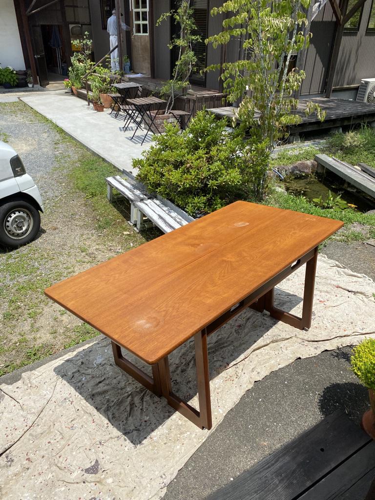 玄関ドアの塗り替えとテーブルの補修_c0334574_18450010.jpeg