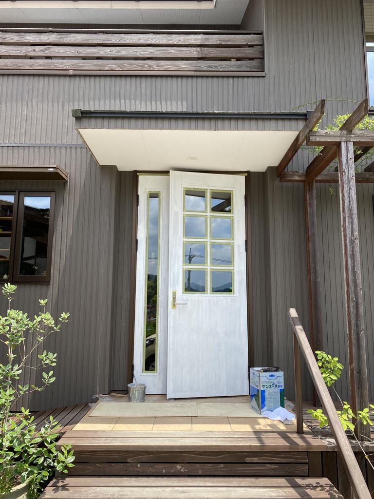 玄関ドアの塗り替えとテーブルの補修_c0334574_18474812.jpeg