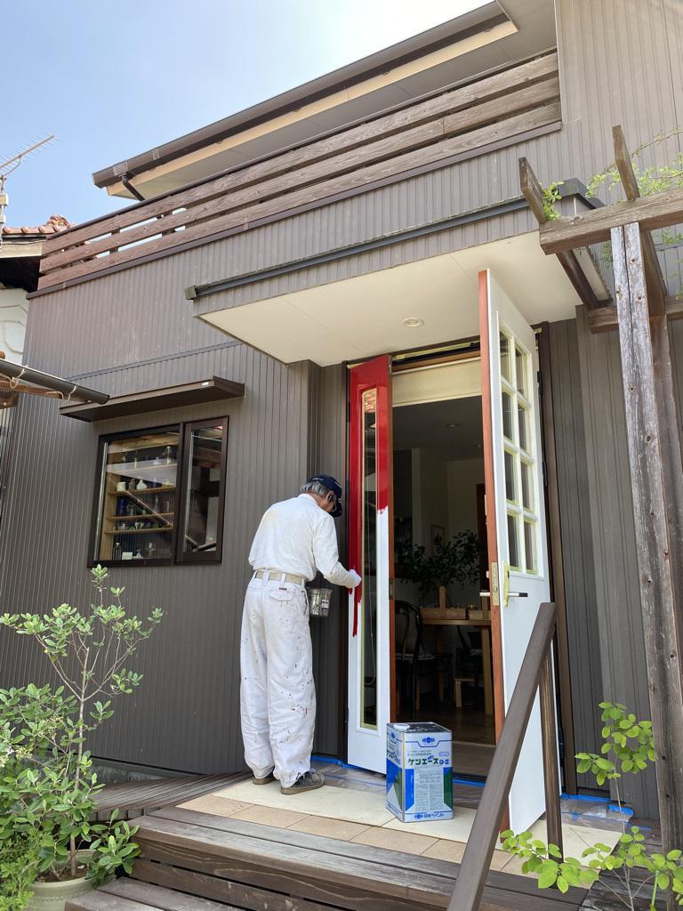 玄関ドアの塗り替えとテーブルの補修_c0334574_18495952.jpeg