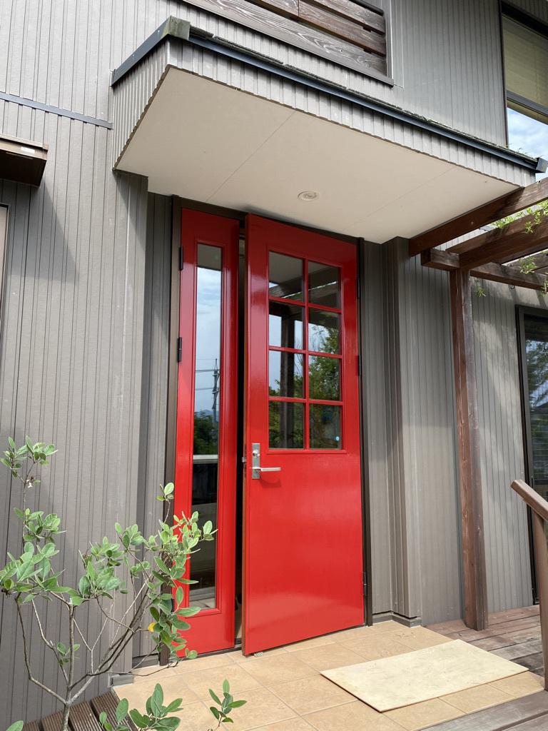 玄関ドアの塗り替えとテーブルの補修_c0334574_18511610.jpeg