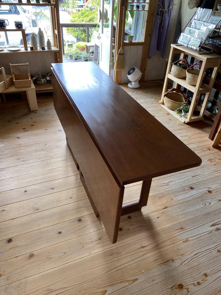 玄関ドアの塗り替えとテーブルの補修_c0334574_18575460.jpeg