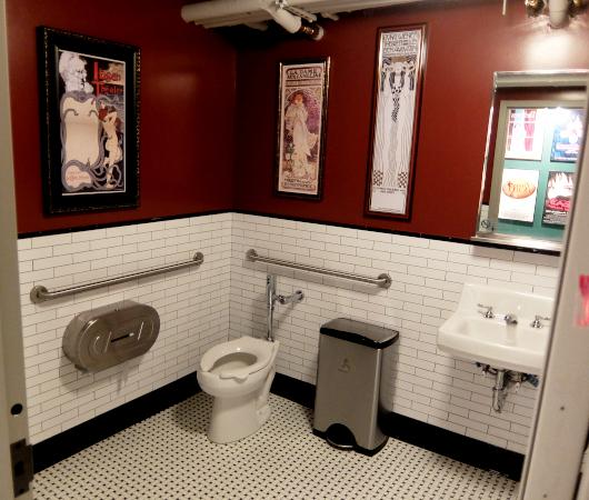 「オール・ジェンダー・レストルーム」(All Gender Restroom、すべての性のお手洗い)_b0007805_04562372.jpg