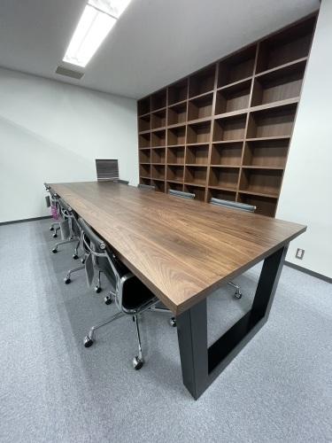 MEETING TABLE_c0146581_13580502.jpg