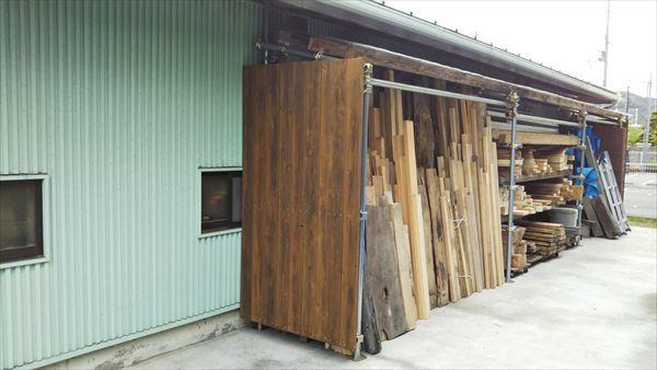 新しい材料置き場 _d0165772_21041412.jpg