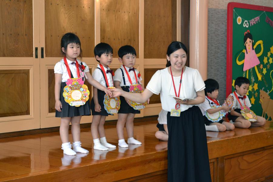 今日は第一幼稚園の「お誕生会」でした。_d0353789_14065774.jpg