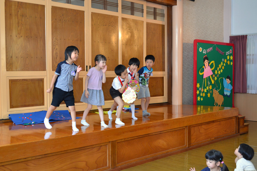 今日は第一幼稚園の「お誕生会」でした。_d0353789_14072460.jpg