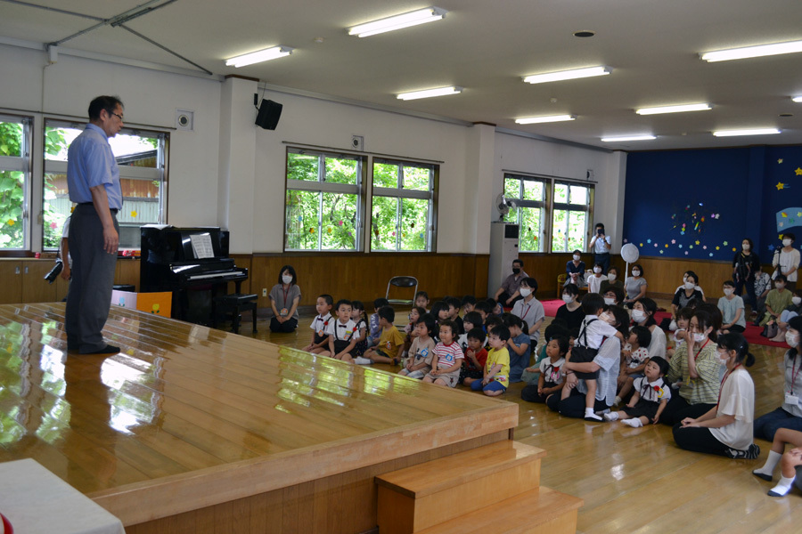 今日は、上宮第二幼稚園の「お誕生会」でした。_d0353789_15471802.jpg