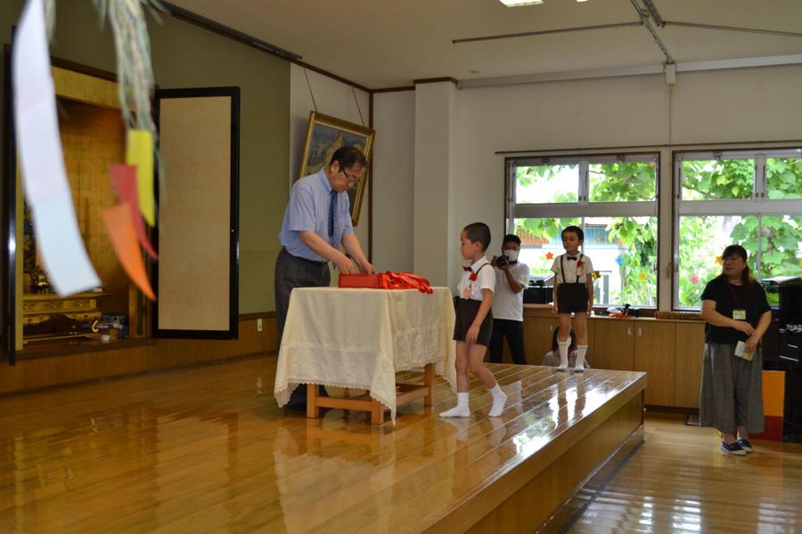 今日は、上宮第二幼稚園の「お誕生会」でした。_d0353789_15472725.jpg