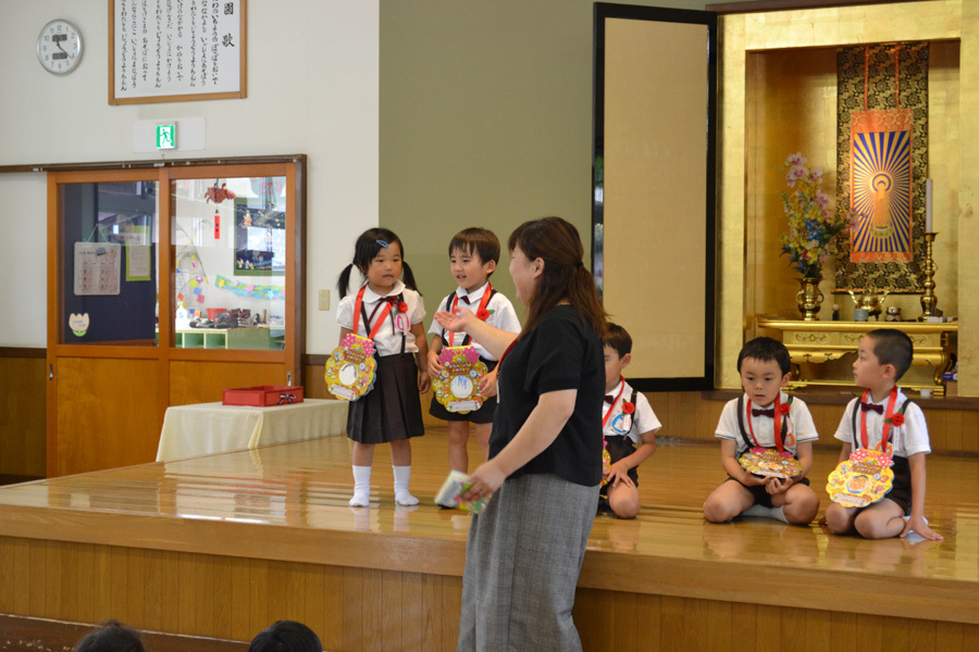 今日は、上宮第二幼稚園の「お誕生会」でした。_d0353789_15474006.jpg