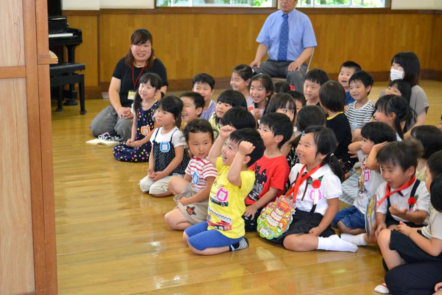 今日は、上宮第二幼稚園の「お誕生会」でした。_d0353789_15480143.jpg