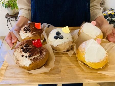 リニューアル後、お持ち帰りのケーキ、サンドウィッチ、今話題のマリトッツォもご用意しています。_c0109291_12182456.jpg