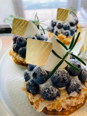 リニューアル後、お持ち帰りのケーキ、サンドウィッチ、今話題のマリトッツォもご用意しています。_c0109291_12182890.jpg
